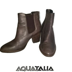 Aquatalia Fabien brown leather booties size 7.5